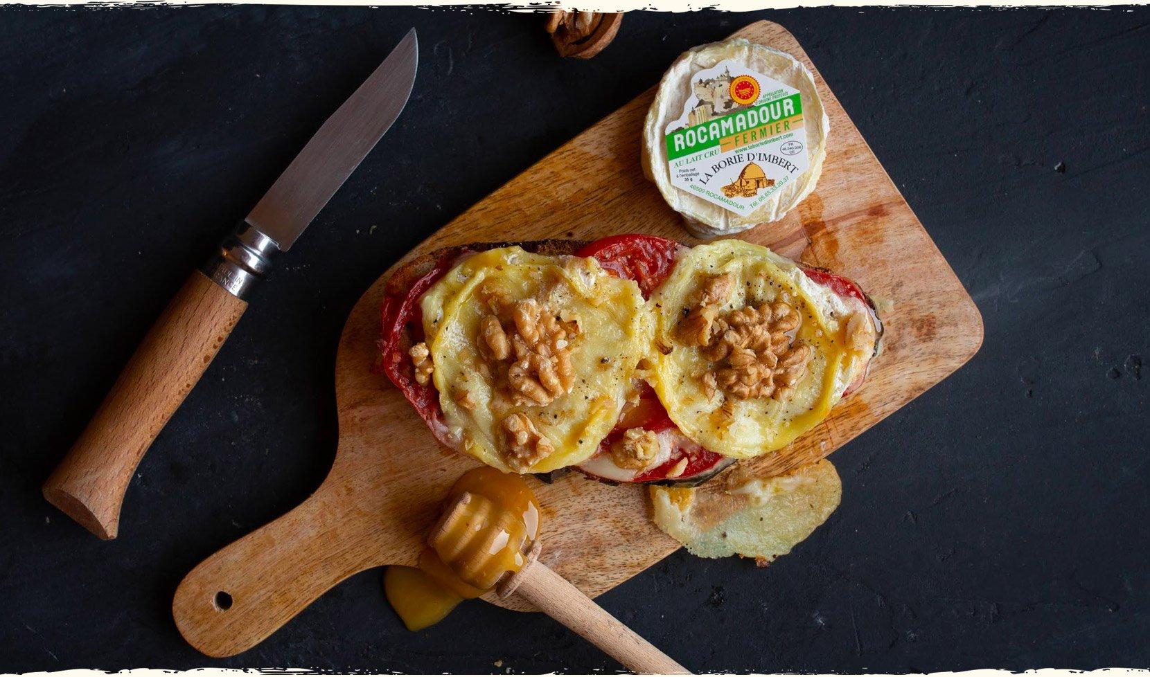 tartine-rocamadour-tomate-miel-cerneaux-noix-1