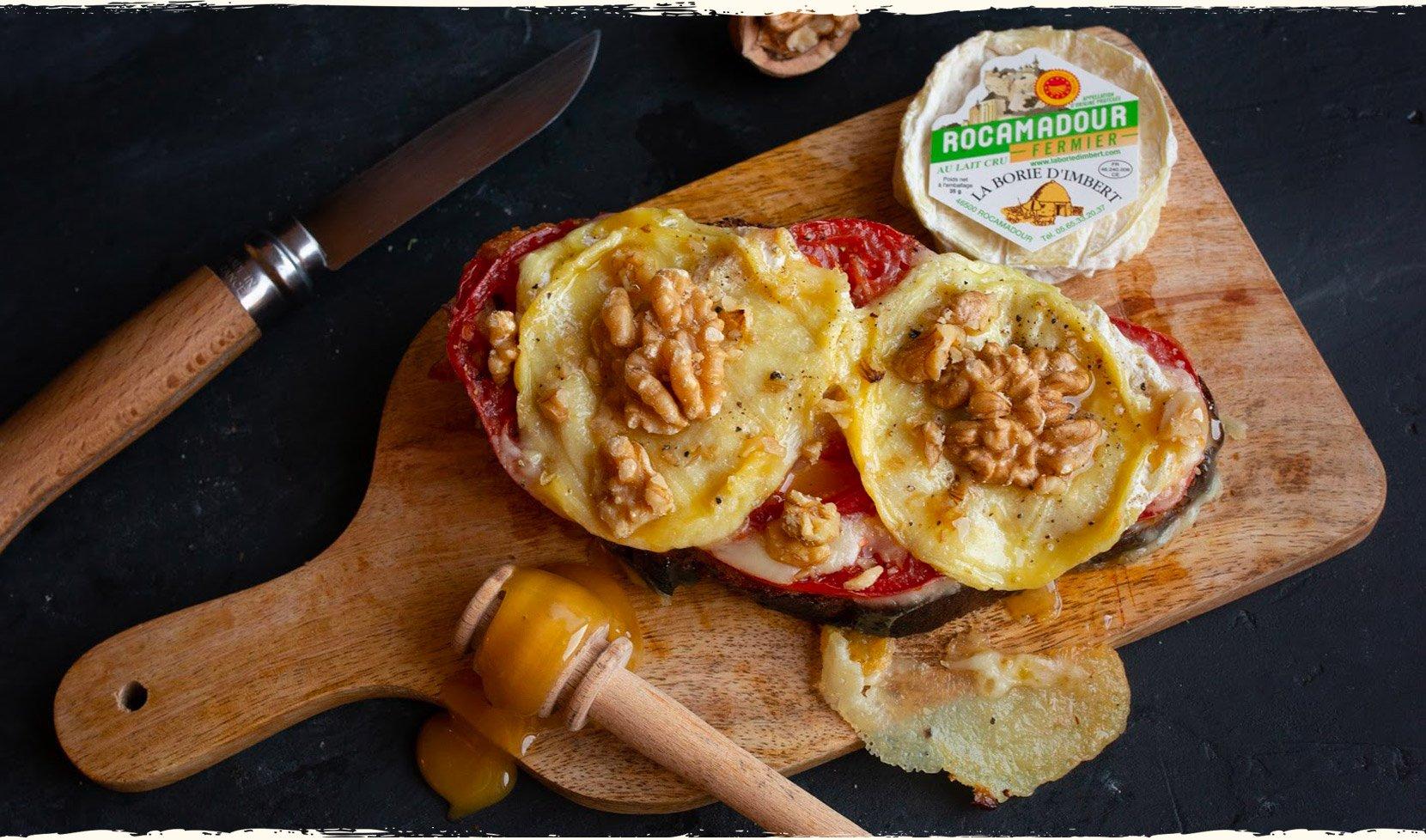 tartine-rocamadour-tomate-miel-cerneaux-noix-2